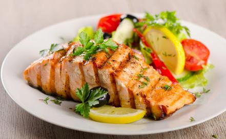 Salmon with the fresh salad. Selective focus